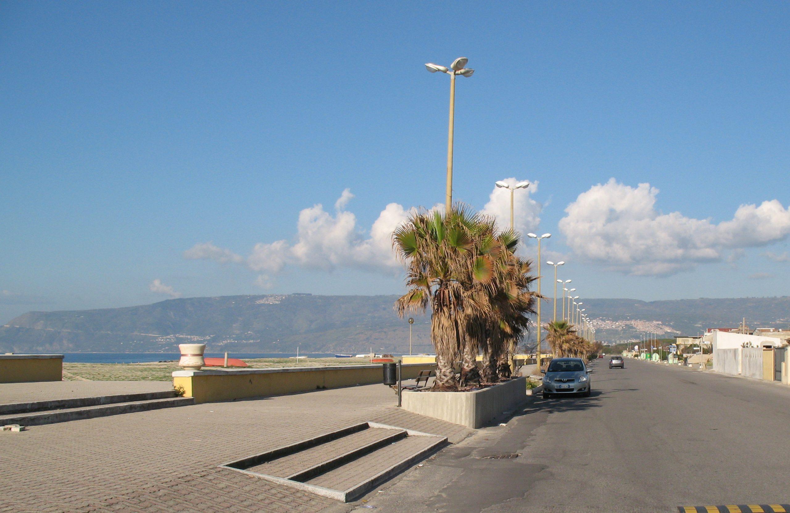 San_Ferdinando_(RC)_-_Viale_Autonomia_(lungomare)02